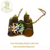 工場価格の子供のめっきされた円形浮彫りの吊り下げ式の折りえりPinのエナメルメダル