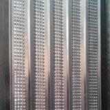 高く骨がある電流を通された構築の型枠か壁の型枠の網