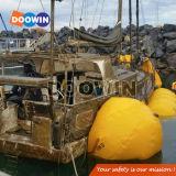 水中海難救助のエアバッグの空気持ち上がる袋