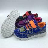 最新の卸し売り子供のスポーツは安い子供のスケートの靴に蹄鉄を打つ