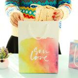Concevoir les sacs en gros de luxe de cadeau avec l'impression de logo