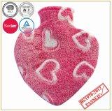 Bottiglia di acqua calda di figura del cuore con il coperchio di corallo del panno morbido
