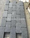 Cobblestone nero caduto del granito, lastricatore antisdrucciolevole della pietra del cubo per il patio