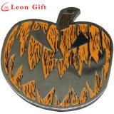 Kundenspezifisches schwarzes Nickel-Metallhartes Decklackpin-Abzeichen für Halloween