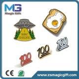 Pin dell'oro del metallo personalizzato prezzo poco costoso con effetto del Sandblast