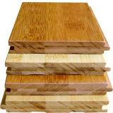 Um piso de bambu sólido carbonizado horizontal de grau