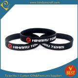 La vente en gros personnalisée de logo folâtre le bracelet de silicones de Chine