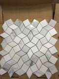 Кристаллический белизна и плитка мозаики мрамора конструкции волны 3D Bianco Carrara белая