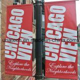 Via palo chiaro esterno che fa pubblicità al kit del supporto della bandiera degli annunci di media della bandierina