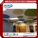 Cloison acoustique de plafond de bord de fibre de verre carrée de noir/panneau de plafond suspendu