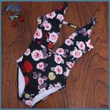 花の女の子のための一つの方法ビキニの水着の水着