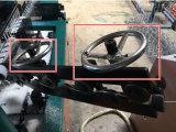 機械を囲う二重螺線形のChainlink