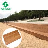 El suelo al aire libre compuesto de la cubierta con el bambú tejido hilo