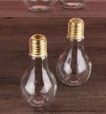 金属カバーが付いている電球のガラスビンか飲むマグまたはメーソンジャー