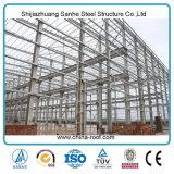 倉庫の構築のために取除かれる新しく軽い鉄骨構造Peb