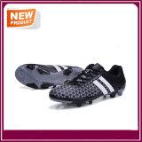 新しい人の屋外のサッカーのフットボールの靴