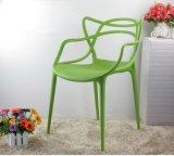 高品質のフランスの原稿の現代デザイン固体スタック可能プラスチック椅子