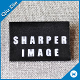 Priorità bassa nera con il contrassegno privato del testo d'argento per gli accessori dell'indumento
