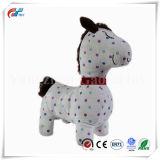 Nettes weißes Pony-weiches Spielzeug