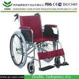 La strumentazione di terapia fisica fornisce la sedia a rotelle per il paziente di paralisi cerebrale