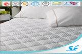白いガチョウのマットレスパッドの保護装置によってキルトにされるマットレスのカバー