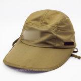 マイクロファイバーのポンチョが付いている大きい縁のヘルメットの帽子