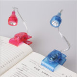 Student LibraryのためのAdjustable Head Book Battery Portable Reading Lamp Light Brightの枕元の小型LED Bulbs Clip