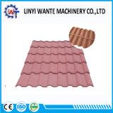 屋根ふき材料のさまざまなタイプ石の上塗を施してある金属の屋根瓦