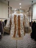 Пальто тела леопарда шерсти O-Шеи женщин роскошное с утеской шерсти