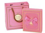 Caixa de presente impressa cor-de-rosa do boutique com saco