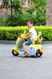Passeio da bicicleta do motor elétrico do bebê no carro