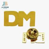 Ouro feito sob encomenda o Lapel chapeado do metal do logotipo do Dm fixa o emblema