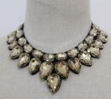 2017 de Nieuwe Halsband van de Nauwsluitende halsketting van het Kostuum van het Kristal van de Parel van de Juwelen van de Manier (JE0067)