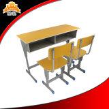 Escritorio y silla de los estudiantes, muebles de la escuela