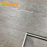 Mattonelle di pavimentazione antiscorrimento ignifughe più popolari di scatto del PVC