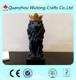 屋内装飾のPolyresinの物質的な王冠および黒いライオンの彫像