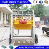 Bloc concret manuel faisant à machine l'oeuf mobile poser la machine de bloc