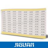 En blanco rollo Etiqueta de envío de códigos de barras de transferencia térmica.