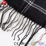 Coperta acrilica del plaid del cavo della manovella molle eccellente popolare del Knit con la nappa
