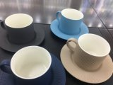 新しい骨灰磁器のティーセットのコーヒー・マグおよび受皿