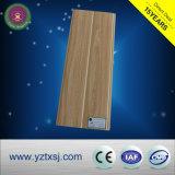 La lamination PVC Panneaux de plafond en bois avec surface lisse de couleur