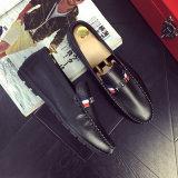 2017年のMetrosexualはダグイギリス様式のペダルの靴の余暇の靴の単一の靴の運転靴のゴム製足底に蹄鉄を打つ