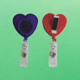 IDの看護婦のためのワニ口クリップが付いているハート形のバッジの巻き枠
