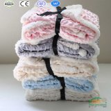 Cobertor puro do bebê do velo da flanela da cor com logotipo personalizado do bordado