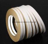 La cinta/el doble blancos del bordado echó a un lado cinta