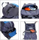 キャンプするスポーツの練習旅行バックパックをハイキングする