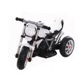 Kind-Bewegungsdreirad spielt Kind-Minimotorräder