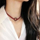 De Halsband van de Nauwsluitende halsketting van de Tatoegering van het Leer van de Rode Wijn van de laag met Houten Halsbanden