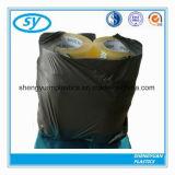 L'hôpital intense portent le sac d'ordures dégradable