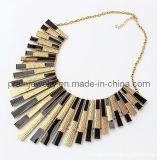 Primavera Verano ajustable Collar chapado en oro de las cadenas con Dijes rectangular Color negro.